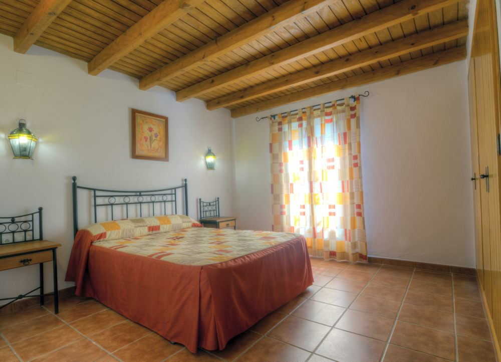 Villa Holidays with double bedrooms for families in Spain