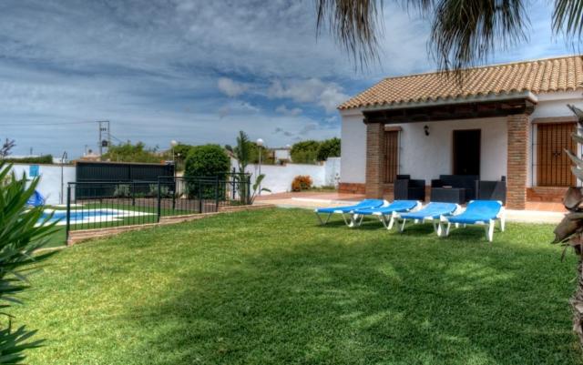 Family Villas Conil de la Frontera with swimming pools.